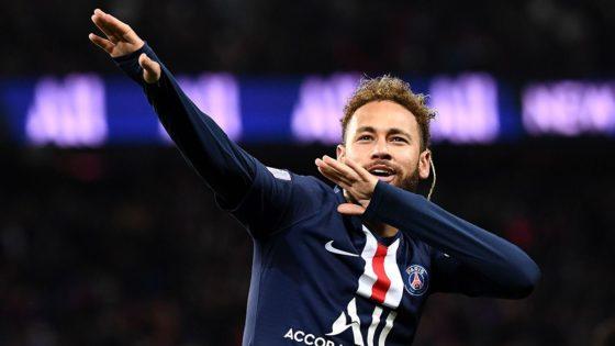 Neymar jubelt und tut so als würde er einen Pfeil abschießen