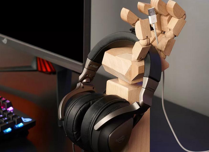 Die Holz-Hand aus der neuen Gaming Kollektion von Ikea.